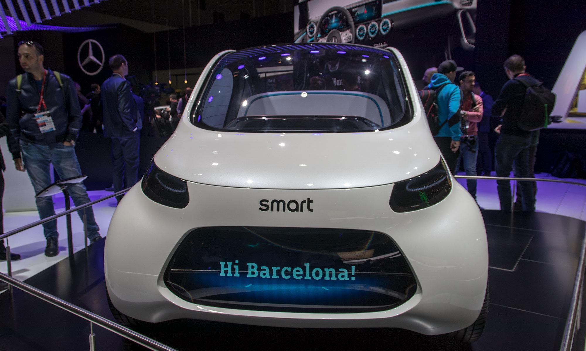 I framtiden hvor biler som dette kan fungere som taxier, vil skjermen foran kunne vise navnet på personen som har bestilt en kjøretur, slik at du vet at du har riktig bil.