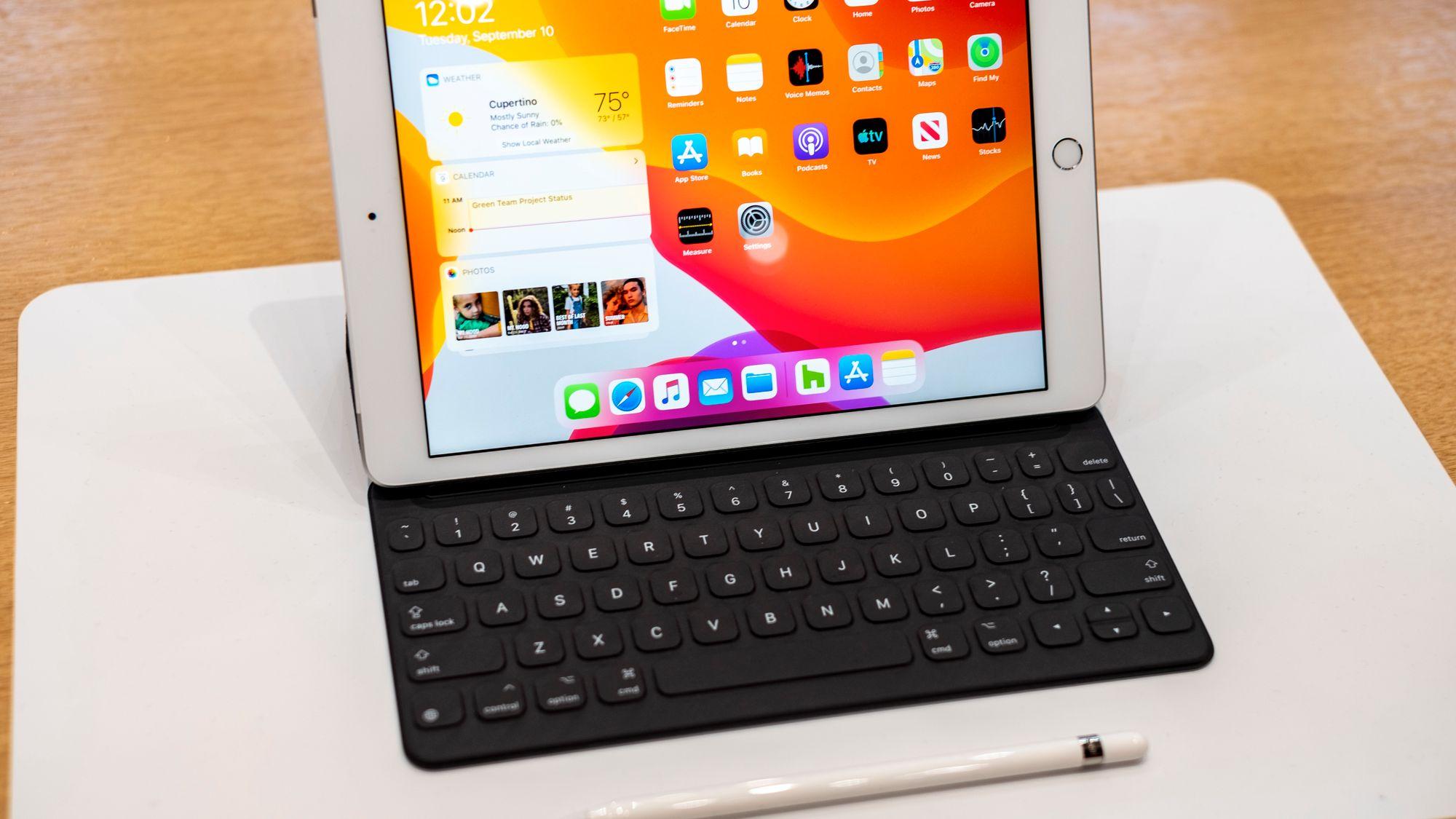 Futteral til nettbrett iPad 10.2 og tastatur Svart Kjøp
