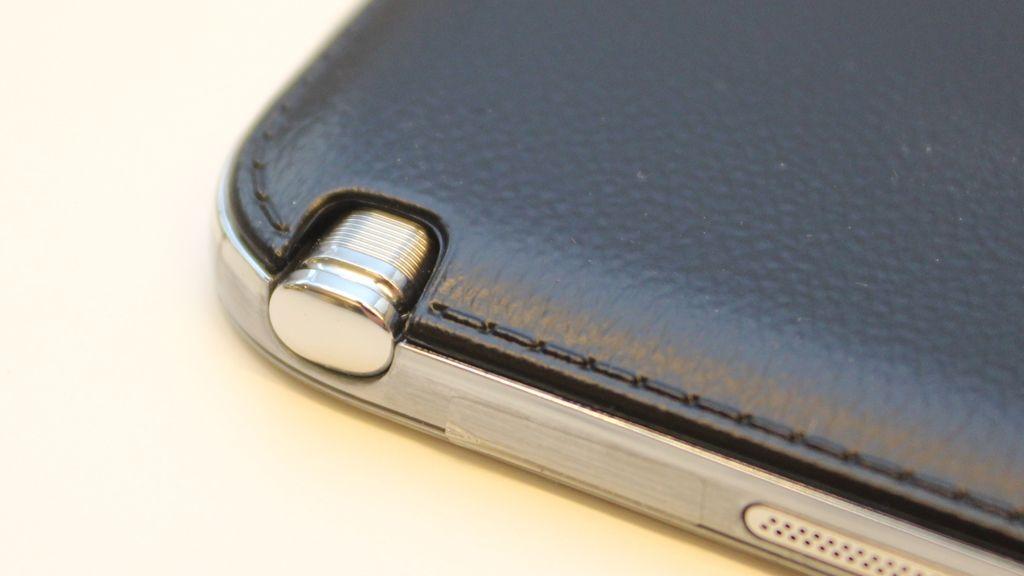 Pennen sitter i en egen holder i brettet.Foto: Espen Irwing Swang, Amobil.no