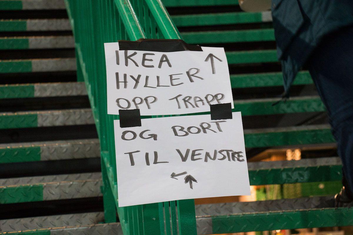Jepp, det var et eget område for utlevering av IKEA-møbler som gjestene hadde bestilt. Billy-hyller ftw.