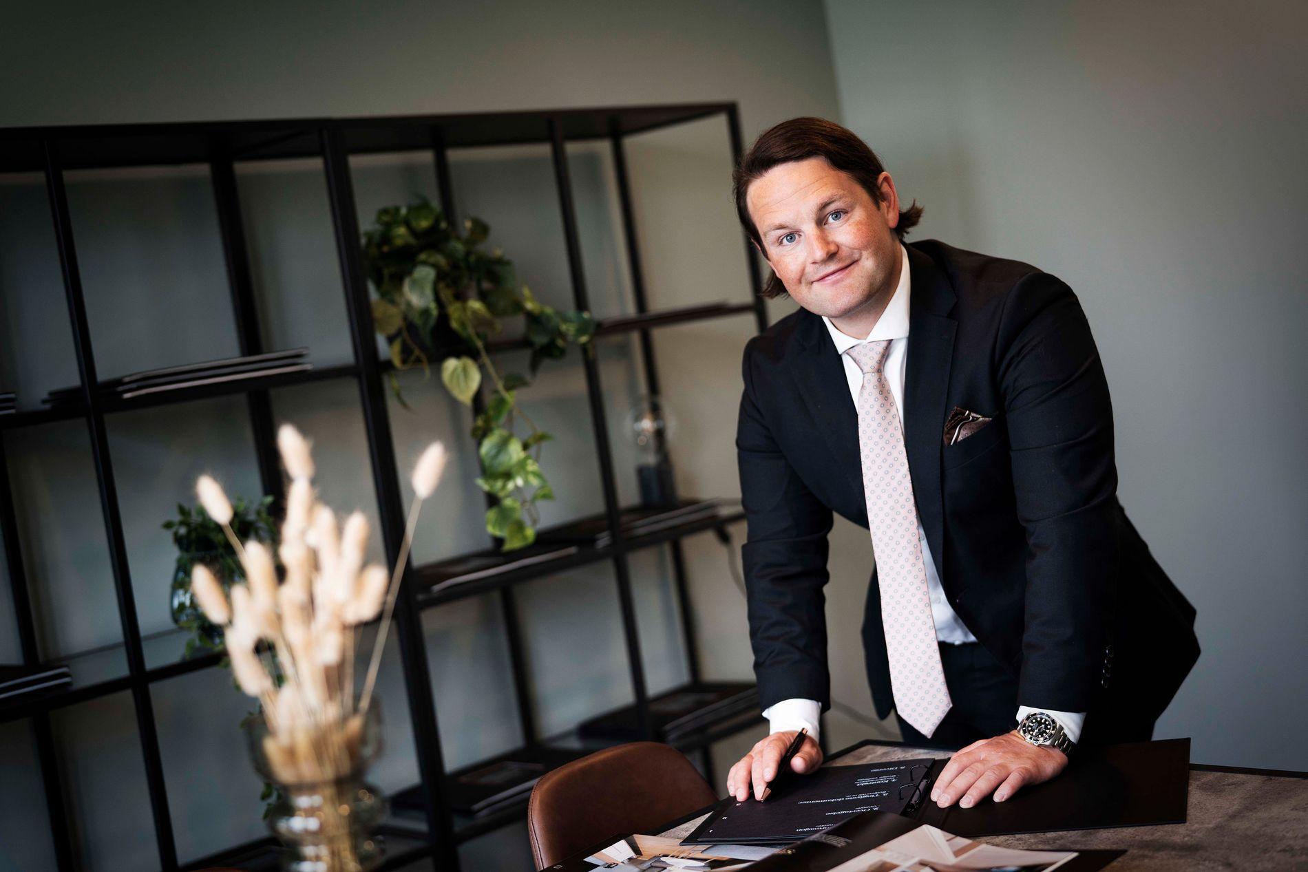 ATTRAKTIVT HYTTEMARKED: Martin Soland Varhaug, eiendomsmegler i PrivatMegleren, tror pandemien har ført til at flere har fått øynene opp for hyttemarkedet. Foto: PrivatMegleren.