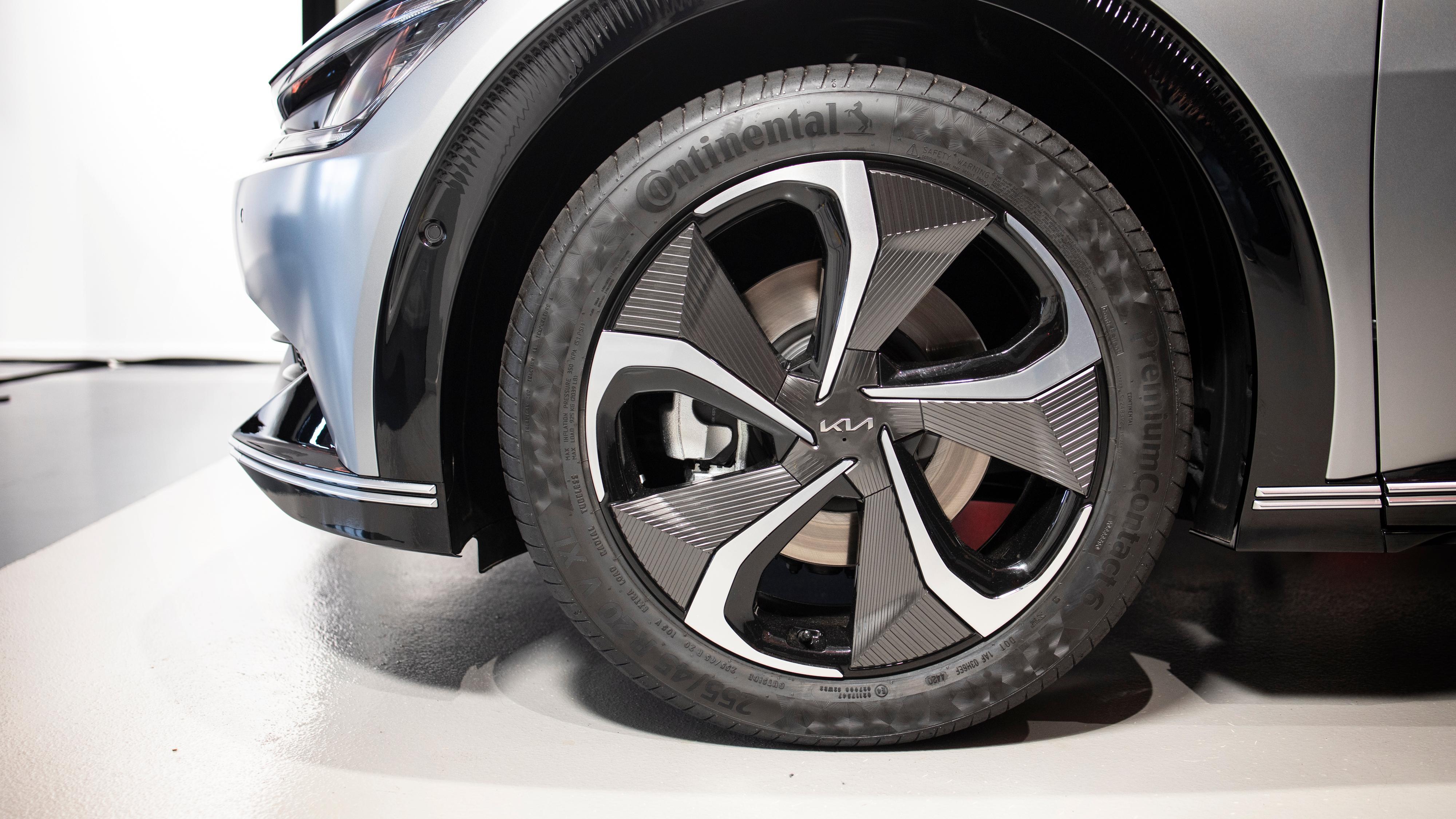 20-tommers felger på Exclusive-varianten vi så. Disse er egentlig standard på GT Line, mens Exclusive leveres med 19-tommere. På de to dyreste modellene vil også hjulbuene være lakkert i bilens farge.