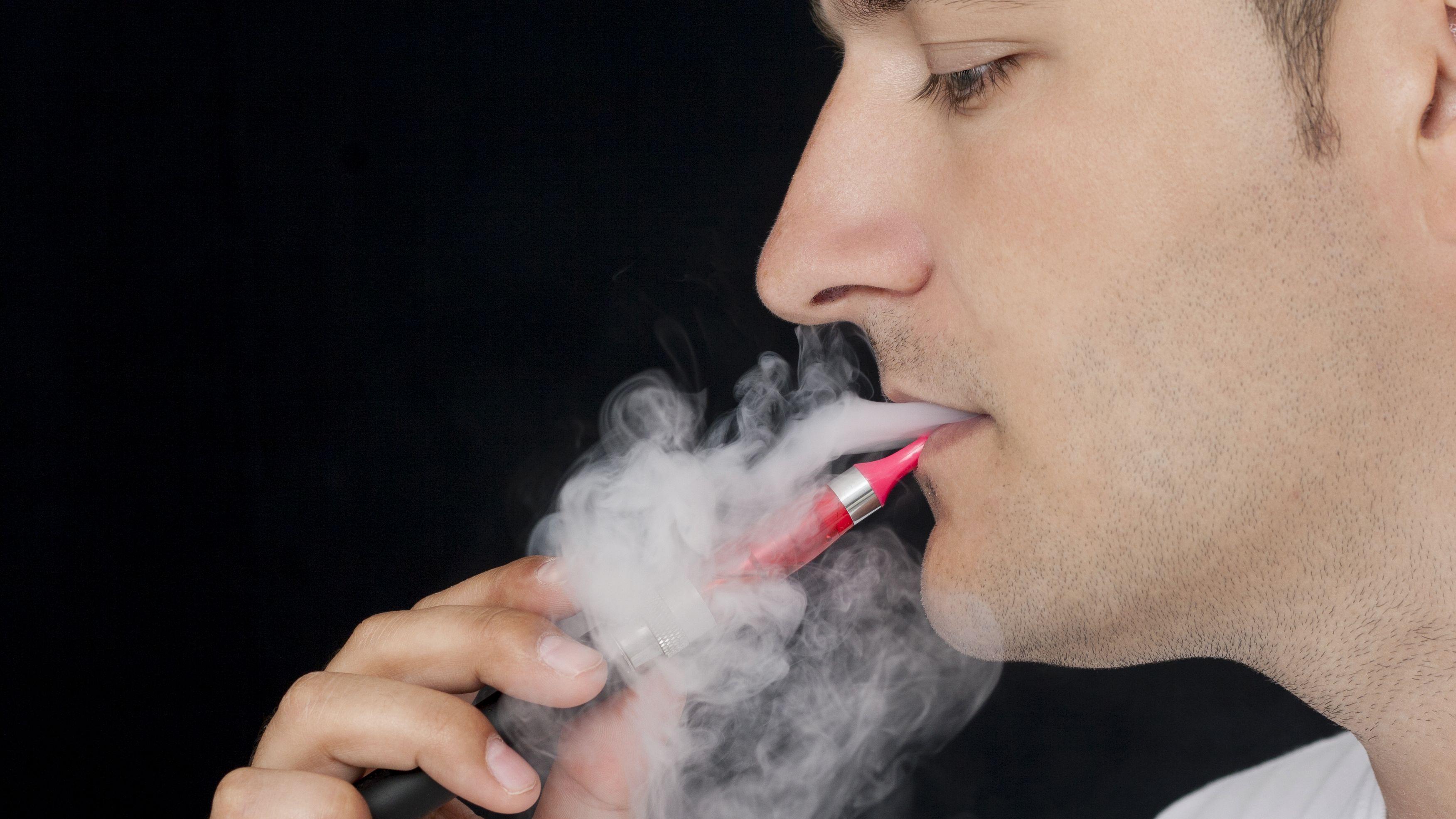 Advarer mot å forby e-sigaretter