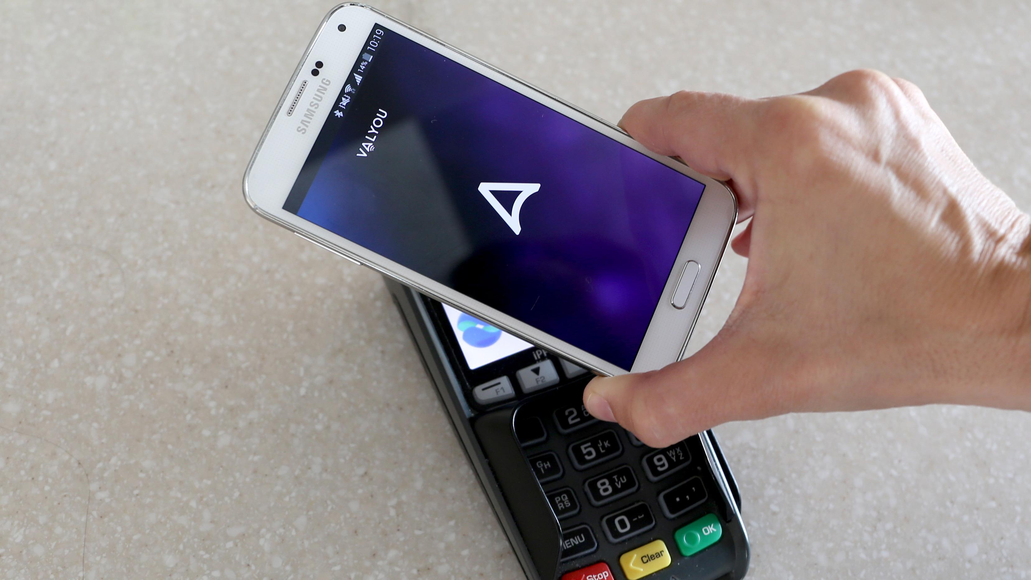 Endelig kan du betale i butikken med mobilen