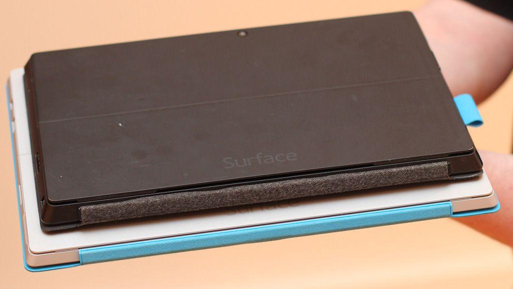 Her er den åtte måneder gamle Surface Pro 2 plassert på toppen av den nye Surface Pro 3.Foto: Espen Irwing Swang, Amobil.no