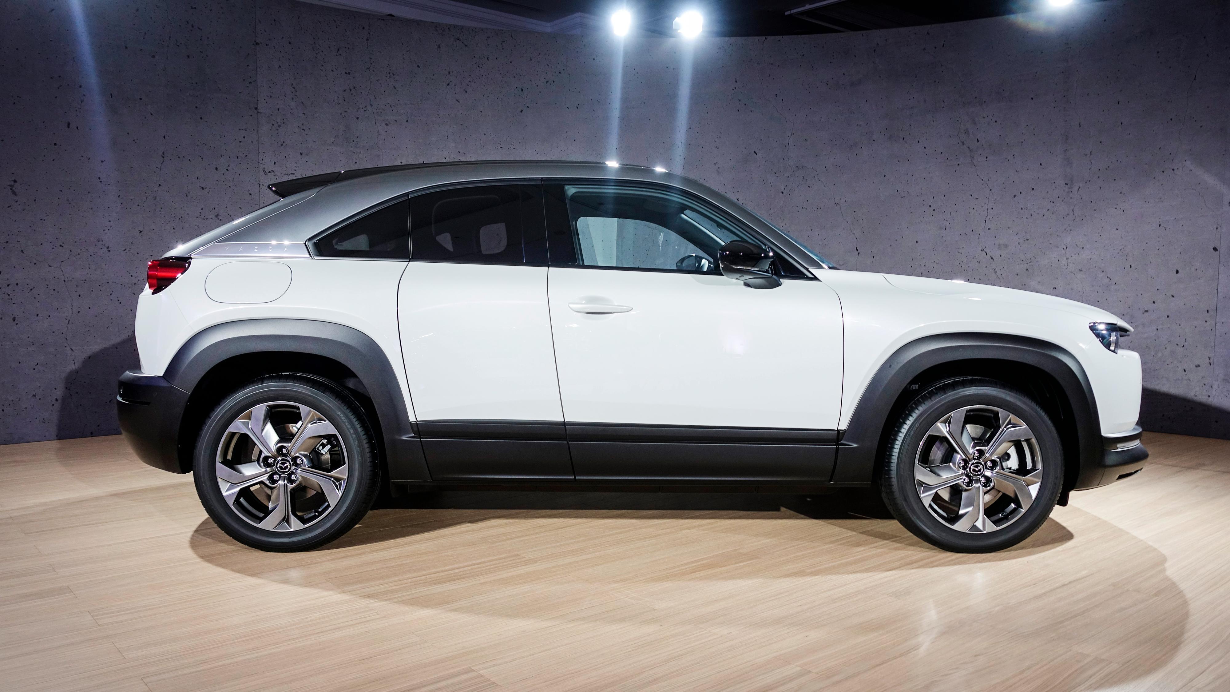 Mazdas MX-30 har et relativt lite batteri sammenliknet med andre kommende elbiler. Mazda håper imidlertid det er annet enn rekkevidde som skal selge bilen for dem.