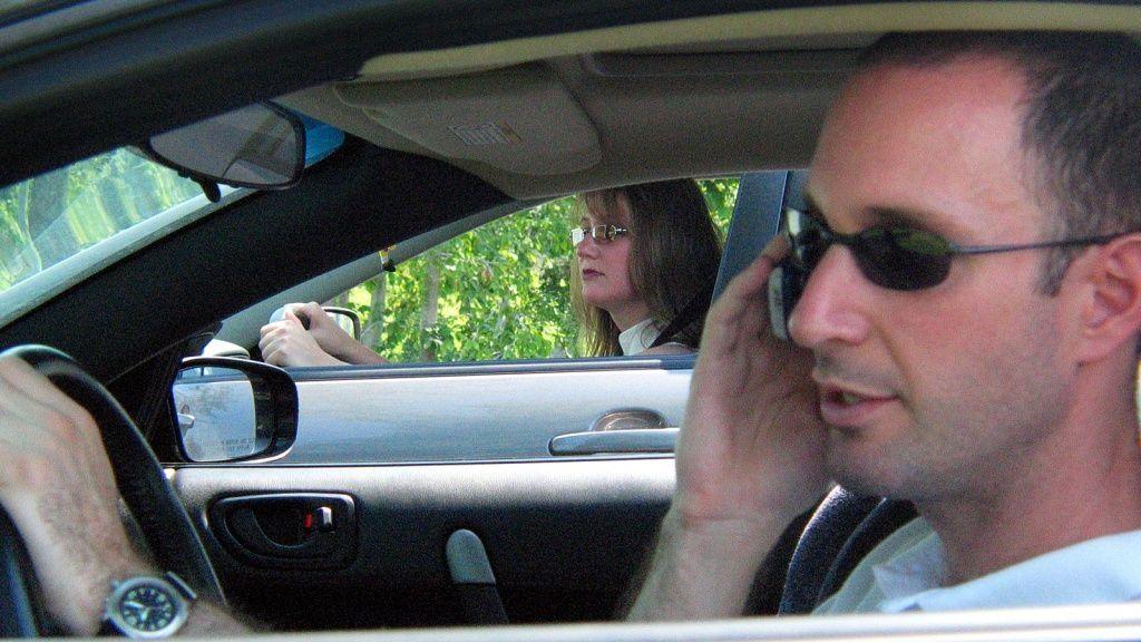 Ny lov innskrenker mobilbruk i bil