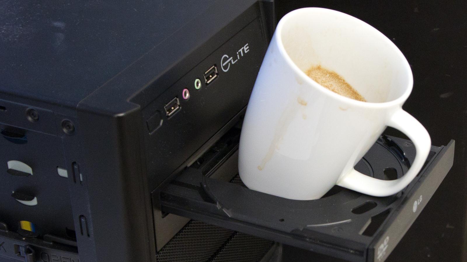 En tom kaffekopp er grei skuring, men hvor mye tåler den egentlig?Foto: Rolf B. Wegner, Hardware.no