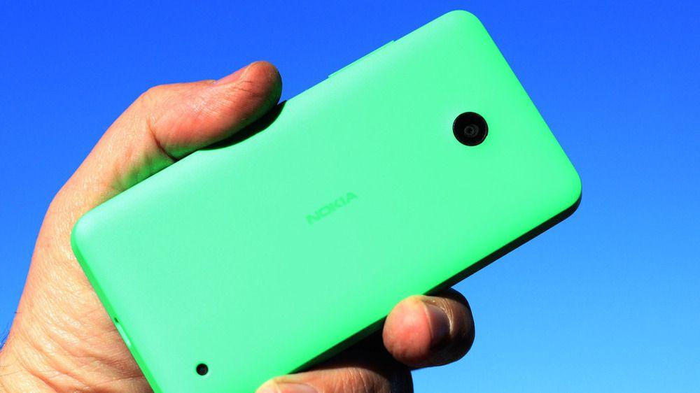Billige Lumiaer, slik som denne Lumia 630-en, har så langt vært et av de viktigste segmentene for Microsofts satsing på mobile enheter.