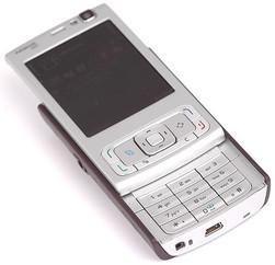 Nokia N95 er en av mange telefoner med super-3G. Med en slik telefon kan du surfe på super-3G-nettet til Telenor og Netcom.