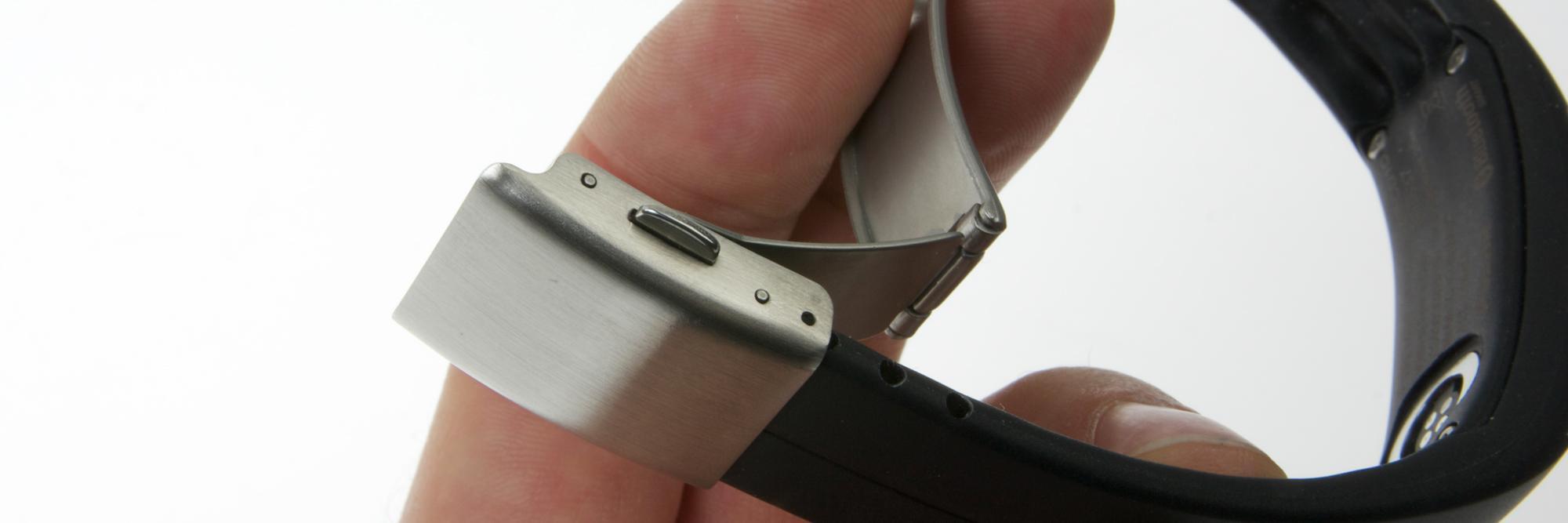 Du må tilpasse lengden på reimen før du kan bruke armbåndet.Foto: Kurt Lekanger, Amobil.no