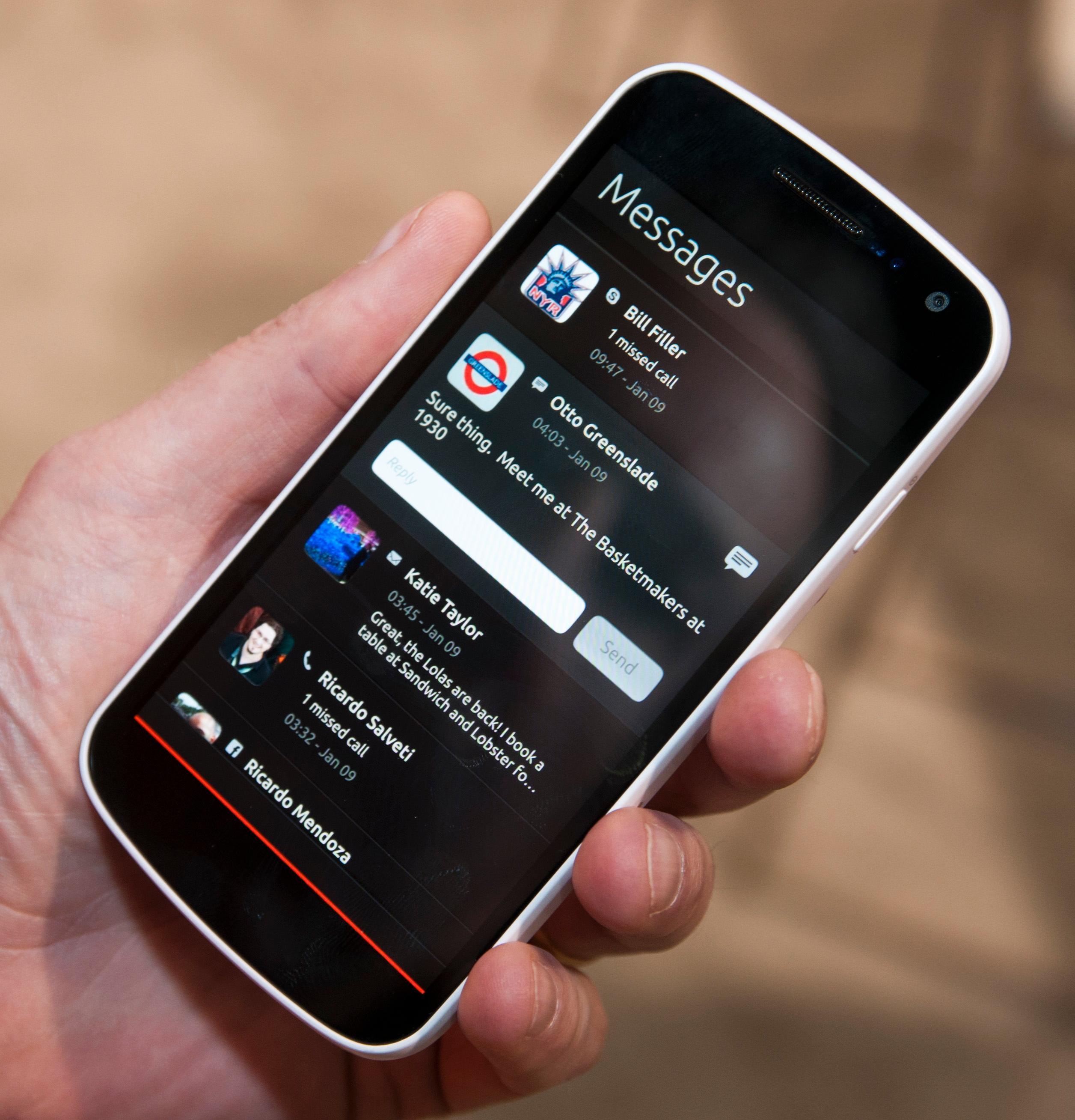 I Ubuntu for Phones kan du besvare meldinger fra varslingsmenyen.Foto: Finn Jarle Kvalheim, Amobil.no