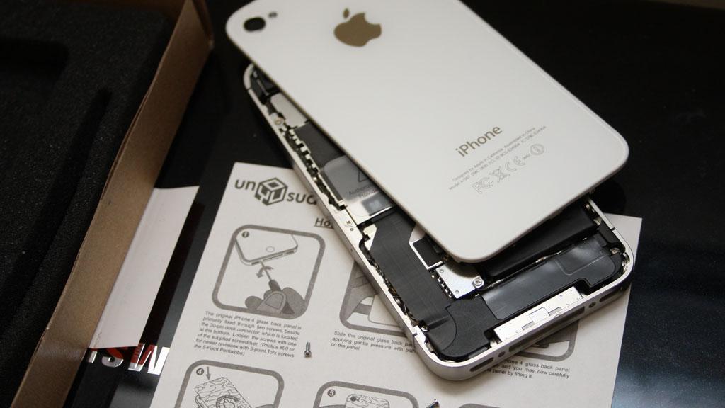 unYOUsual er alene om å tilby løsningen med bakplater til iPhone 4/4S.