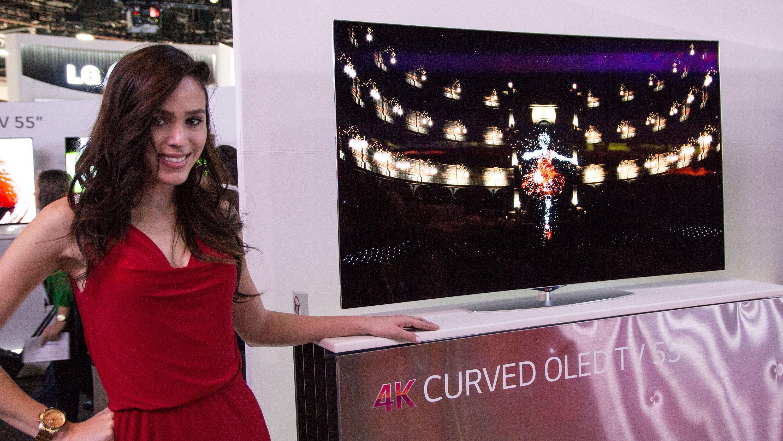 Butikkhyllene skal flomme over av kurvede TV-er i år