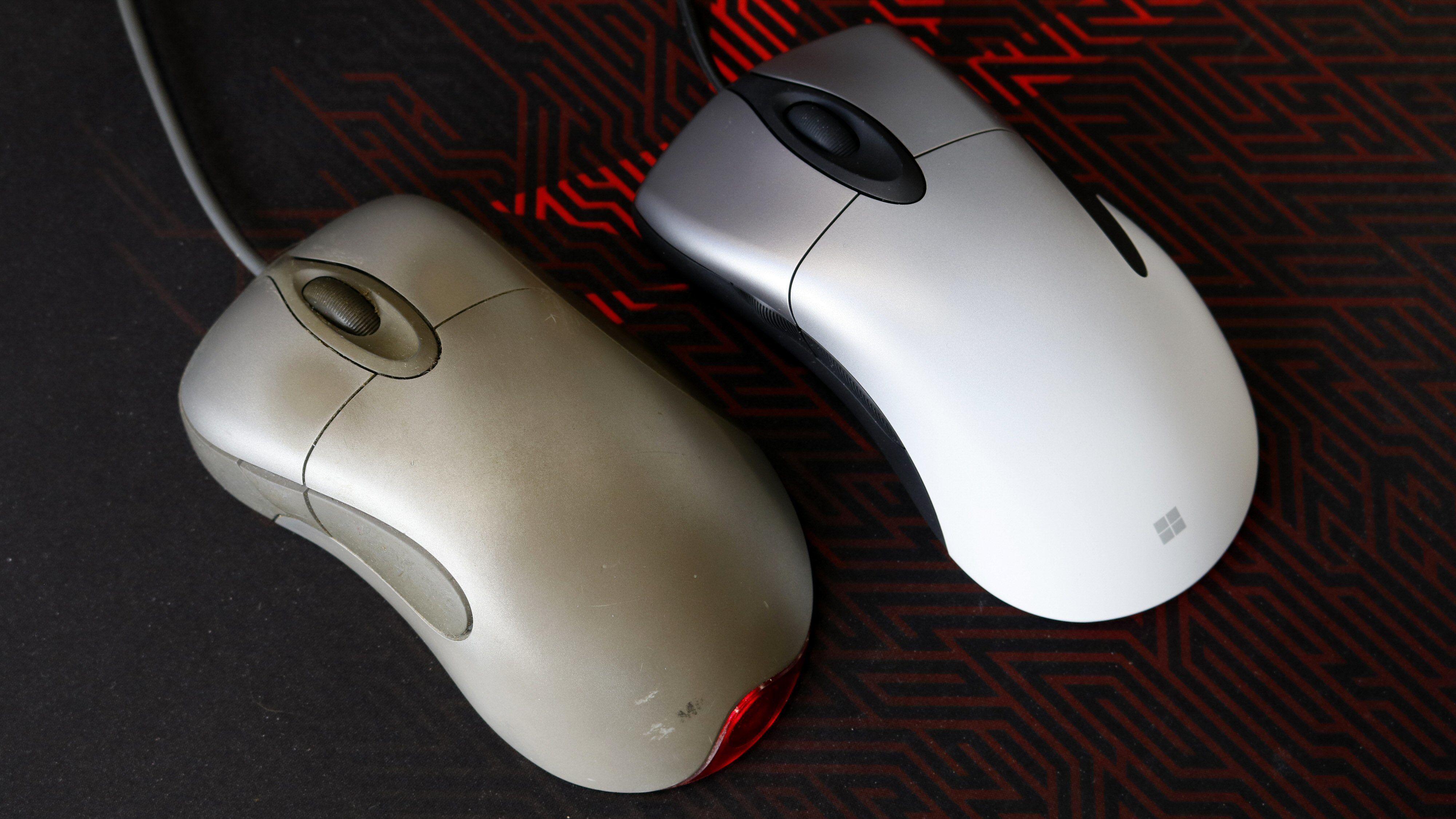 Helt klart i slekt: En godt brukt IntelliMouse Explorer fra 1999 til venstre, den nye Pro IntelliMouse til høyre.