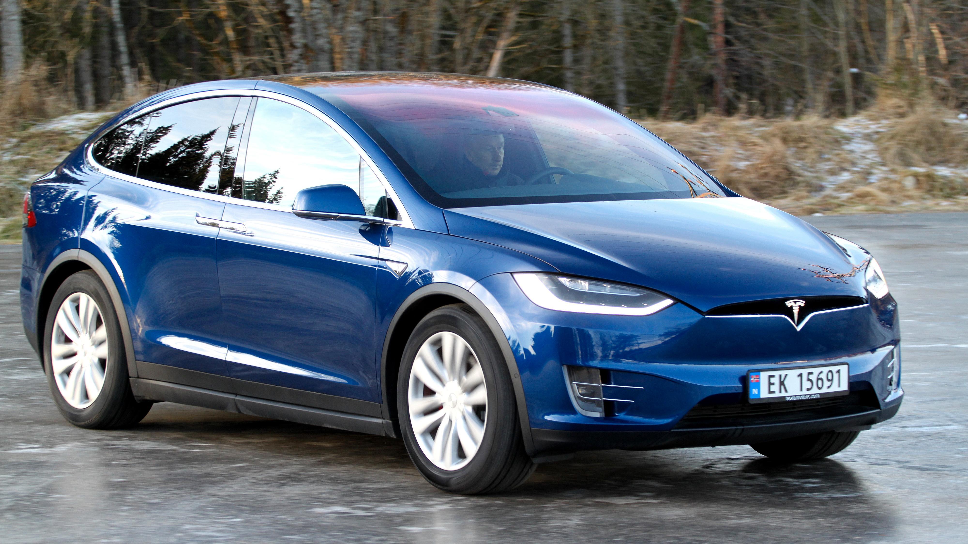 Tesla Model X er en av konkurrentene med syv seter.