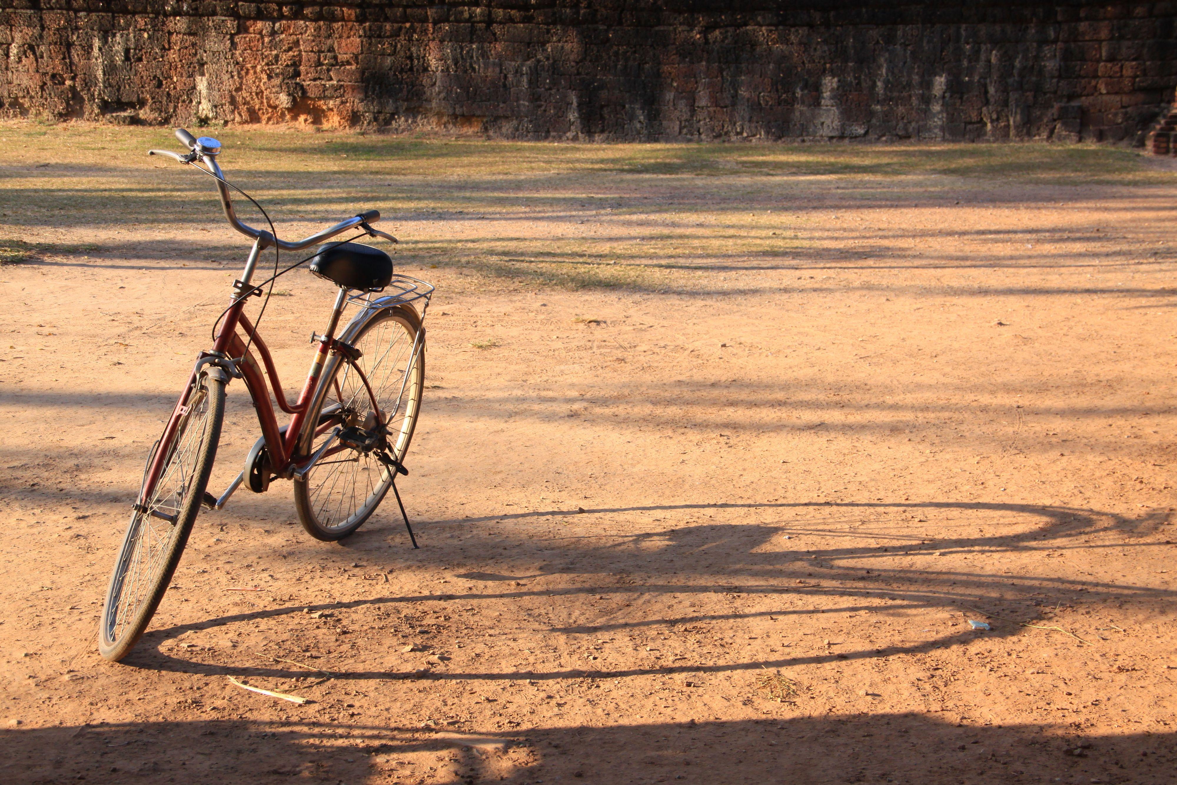 En eller to sykler? Å leke med skygger kan gi morsomme resultater.Foto: Shutterstock/momopixs