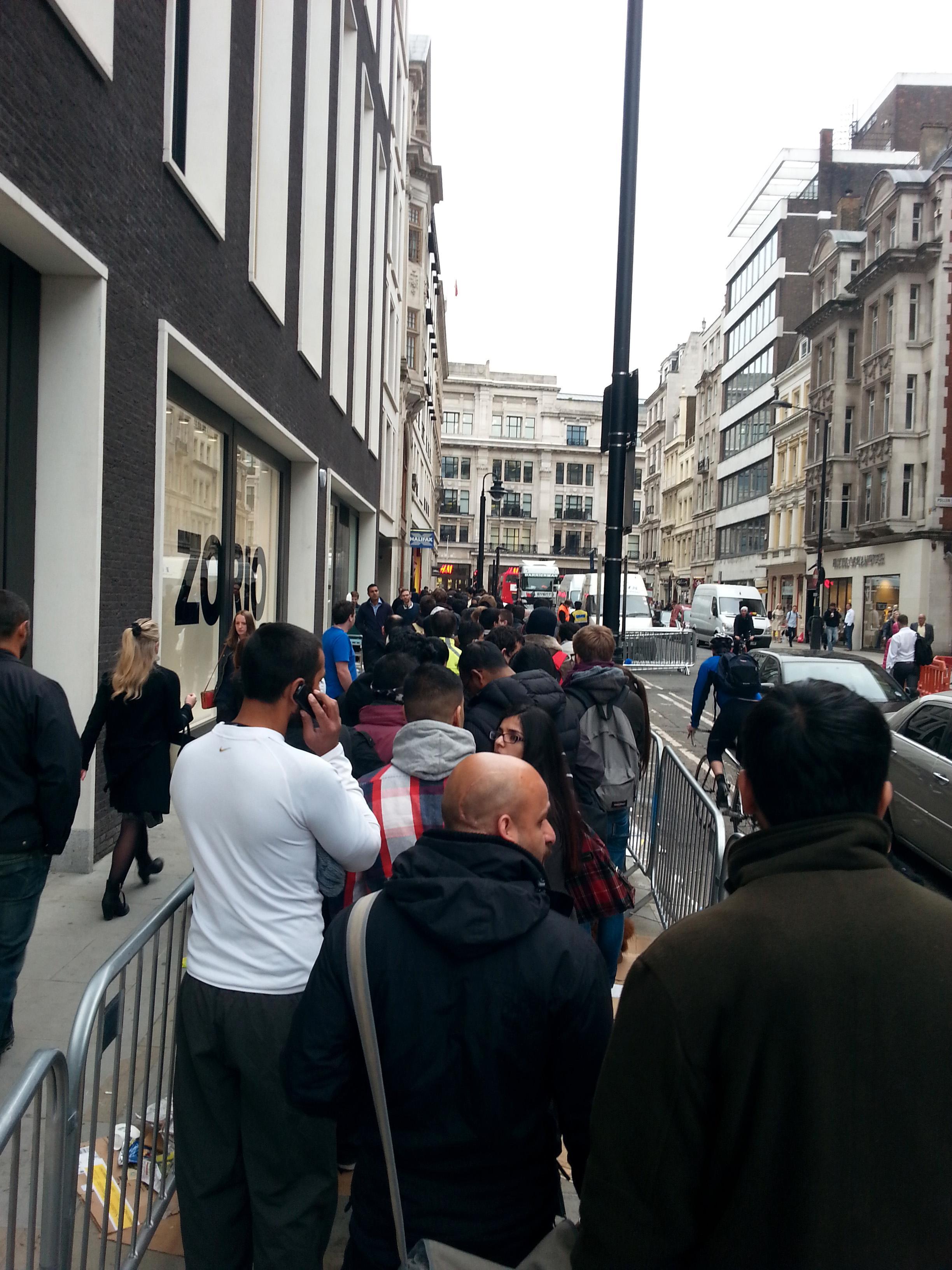 Vi er på plass i køen utenfor Apple Store i London.Foto: Ida Oftebro, Mobilen.no