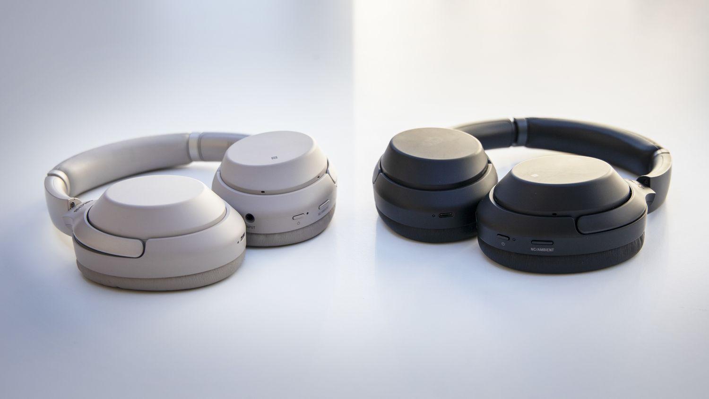Sonys WH-1000XM3 er i bruk hos flere i Tek-redaksjonen den dag i dag. De er kjent for å tilby meget god støydemping, engasjerende lyd og lang batteritid.