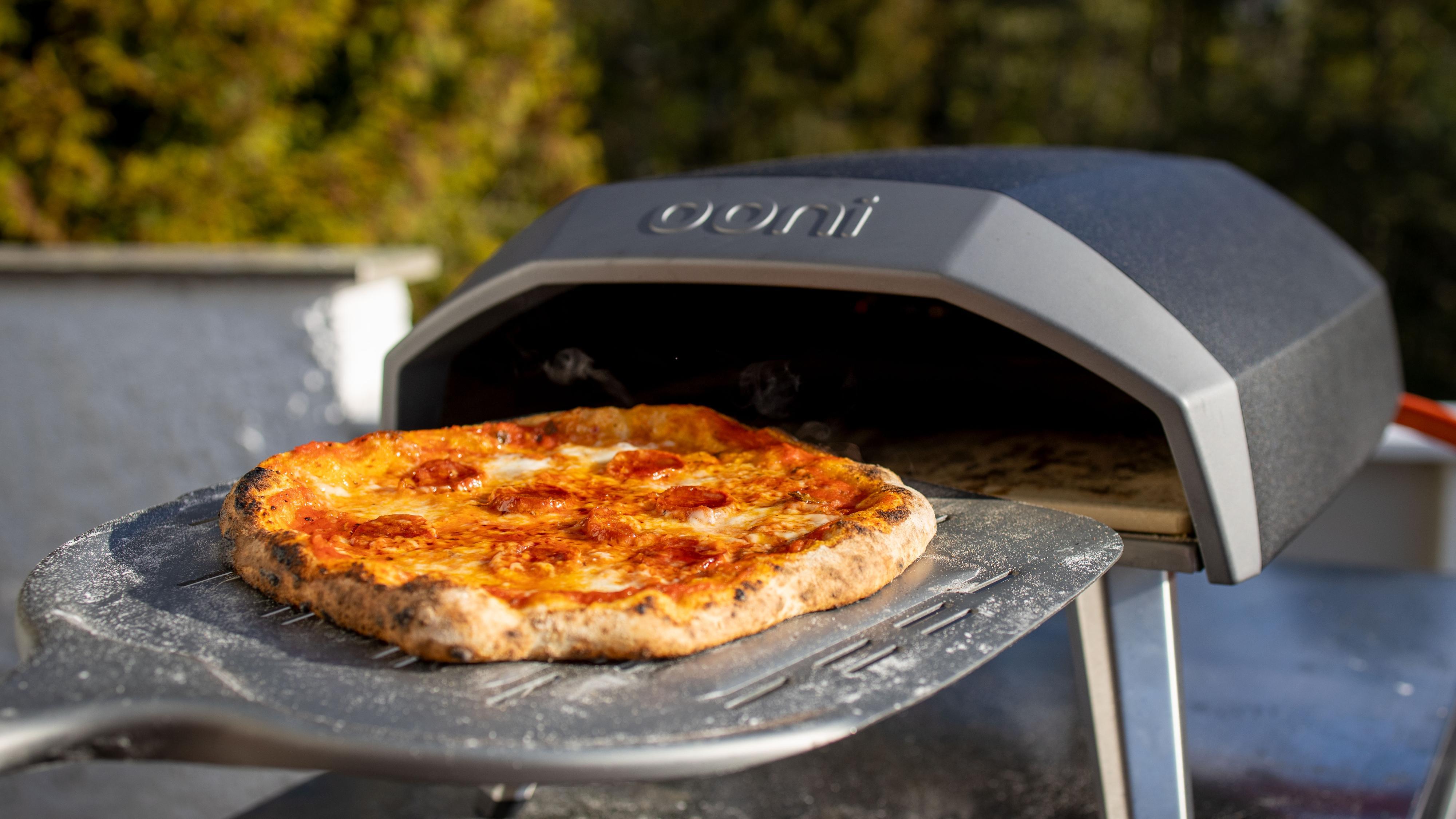 Grillsesongen er i gang. Og for oss betyr det pizzasesong!