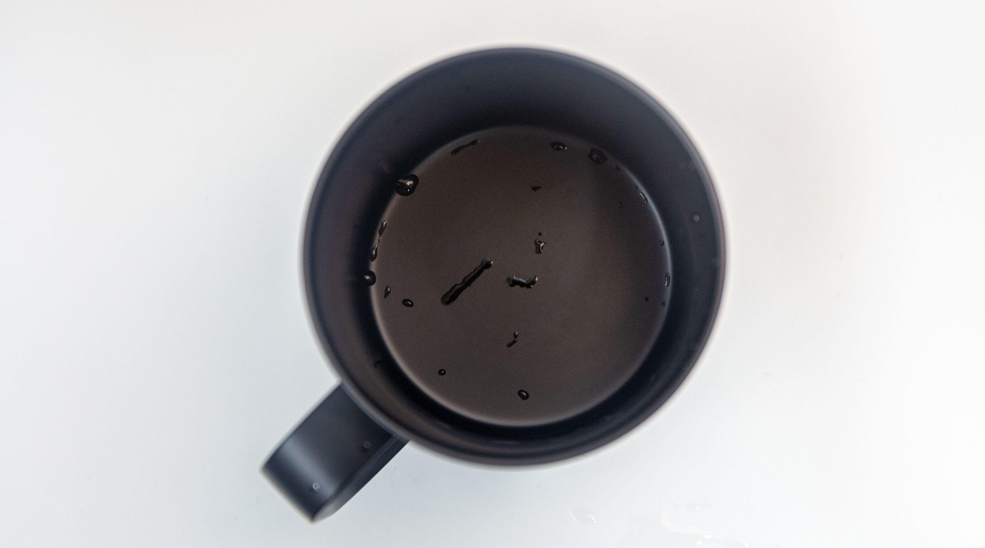 Når det er tomt i koppen skrur den automatisk av varmen.