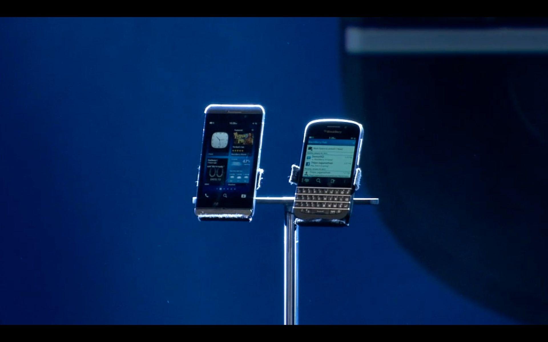 De to nye telefonene, Z10 og Q10, presentert for første gang.