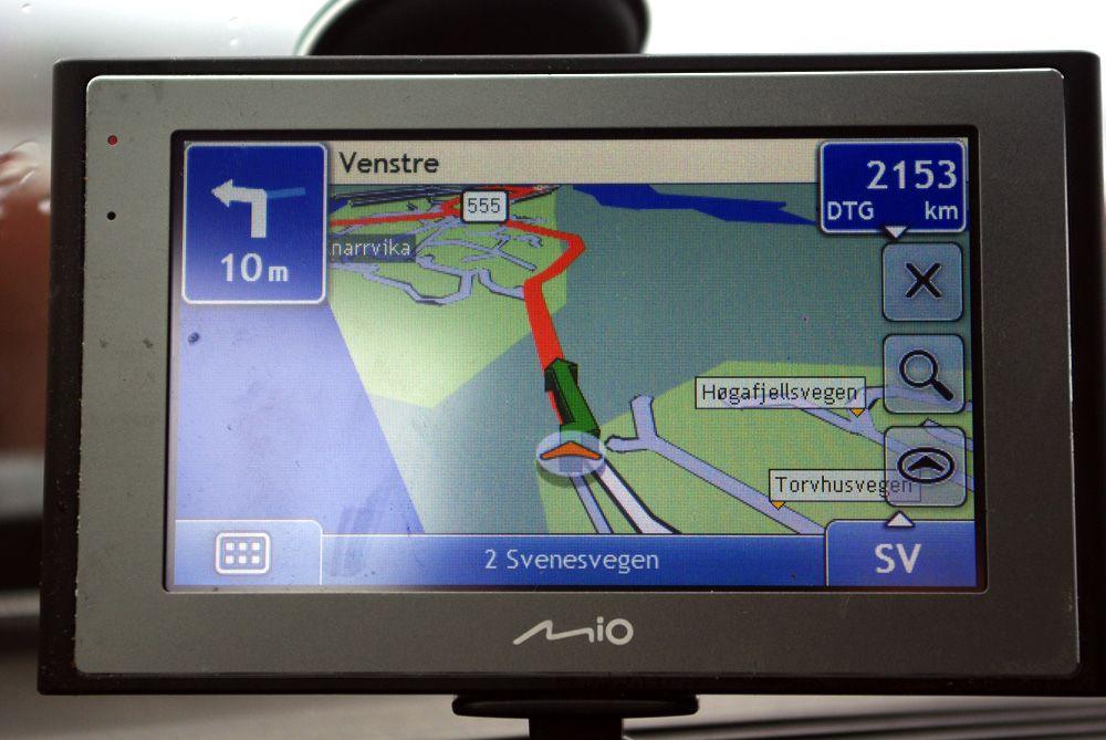 Navigasjonen er oversiktlig på den store skjermen.