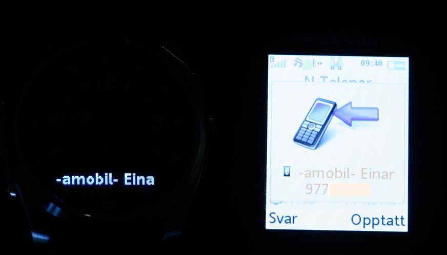 OLED-skjermen viser hvem som ringer.