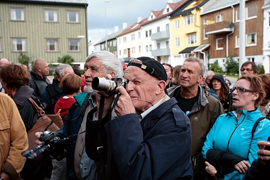 Gamle fotografer dør aldri, de er bare på festival. Her er Leif Preus i aksjon på Nordic Light 2007.