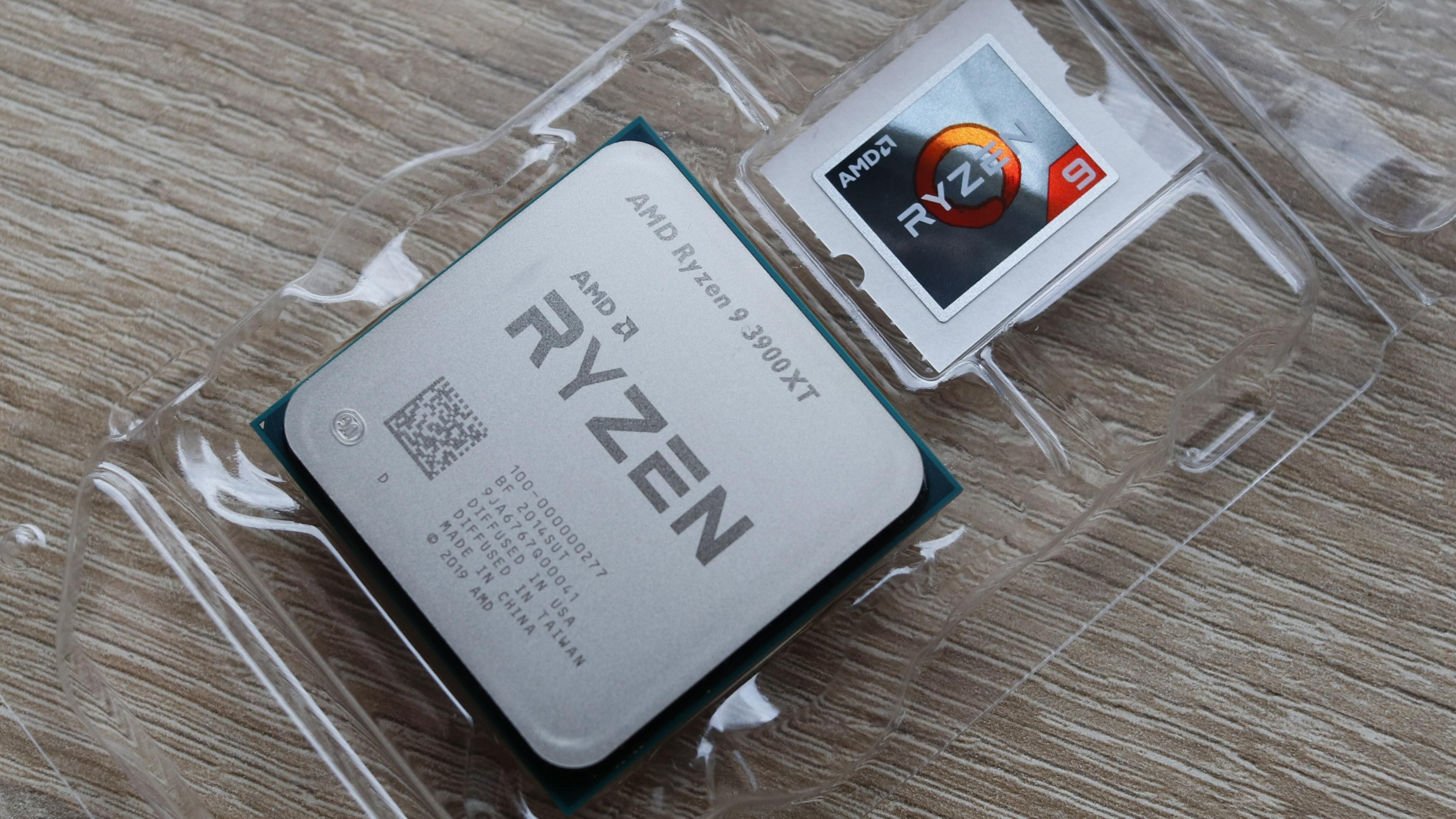 Ryzen 9 3900XT kommer med klistremerke, men uten kjøler.