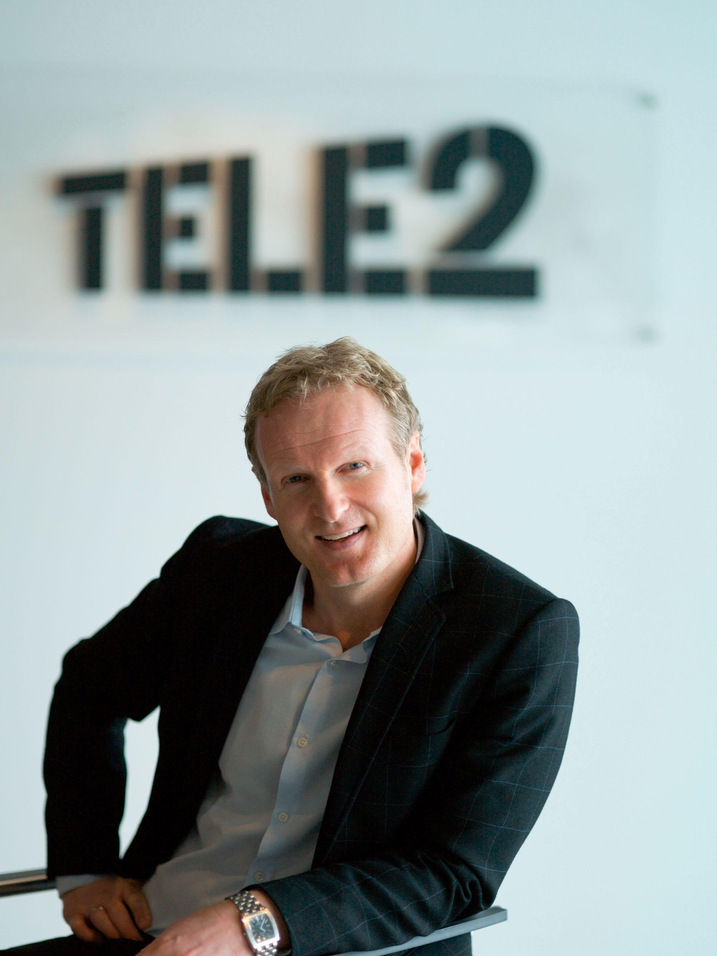 Administrerende direktør i Tele2 forklarer at de vil diskutere om det er noe de kan gjøre for å hjelpe de etterlatte.