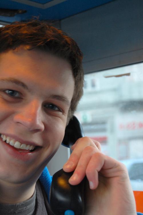 I telefonkiosken står du i ly for vær og vind. (Alle foto: Einar Eriksen)