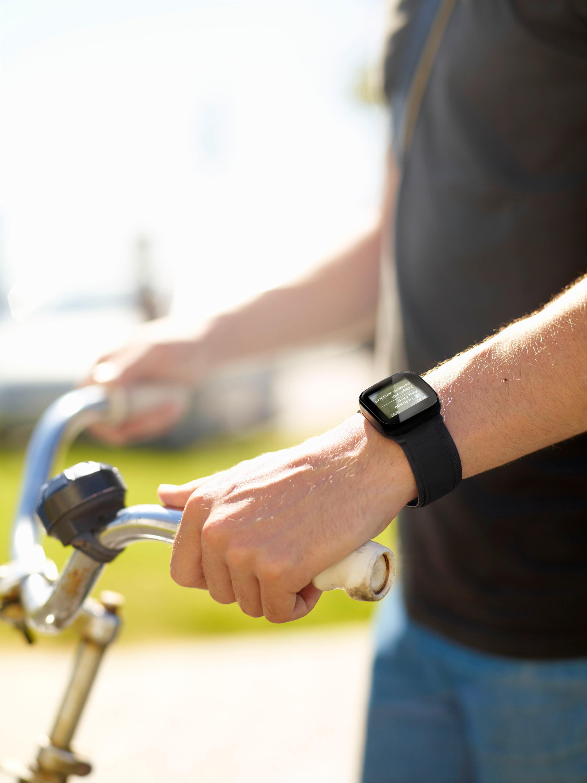 Liveview ser ut som et vanlig armbåndsur, men har bare noen få døgn batterilevetid og tåler ikke vann.