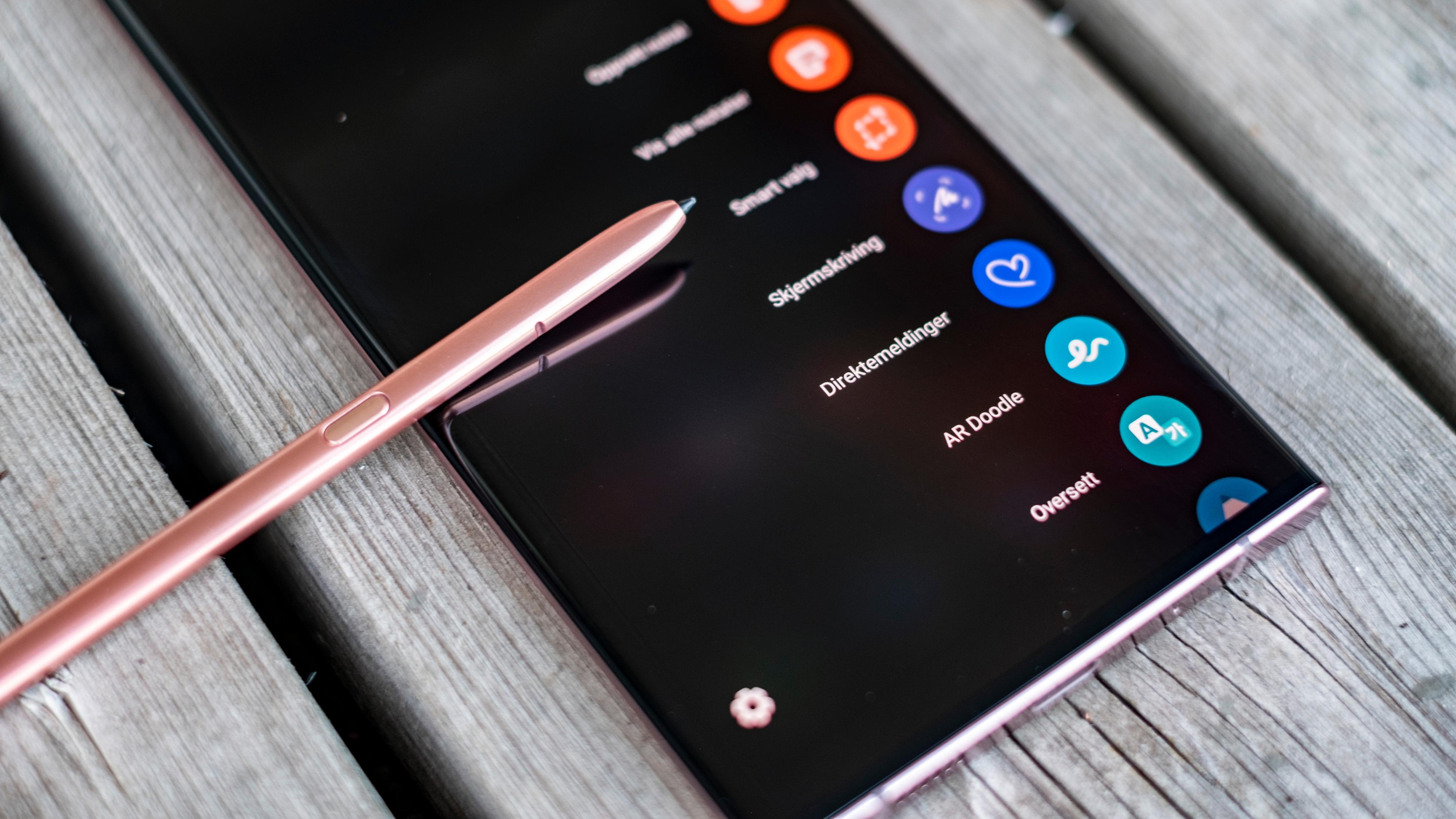 Pennemenyen spretter opp med en gang du tar pennen ut av mobilen.
