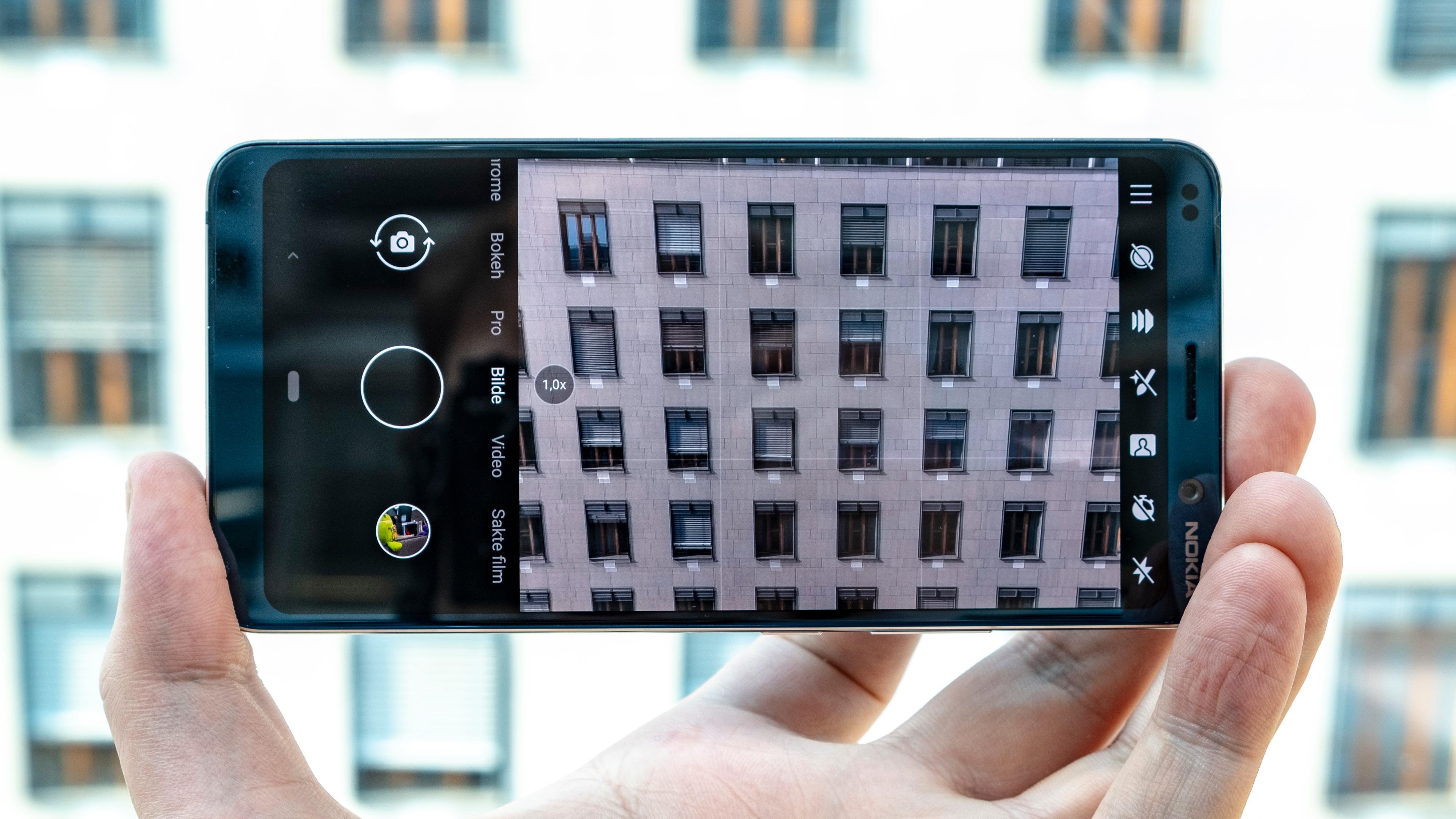 Kameraappen er enkel å bruke, men tidvis litt treg. Den bruker en stund etter at et bilde er knipset på å behandle dybdekartet som lagres sammen med bildet.