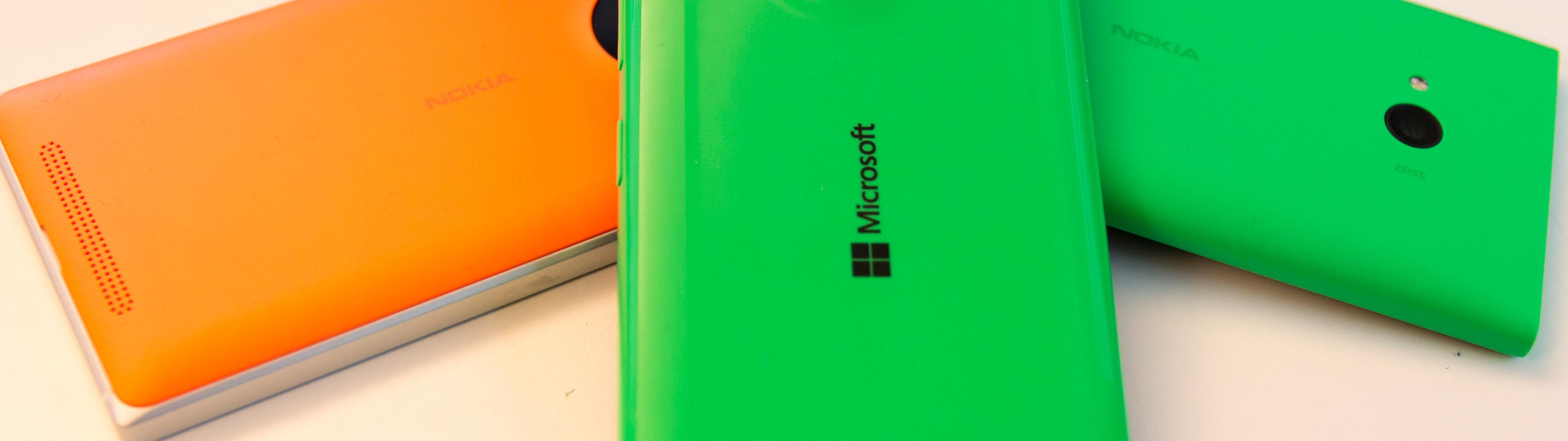 Lumia 535 er den første i serien som det bare står Microsoft på. På dette bildet ser du også Lumia 830 til venstre, og Lumia 735 til høyre. Begge er høyst kompetente telefoner, men i en litt annen prisklasse enn Lumia 535. Foto: Finn Jarle Kvalheim, Tek.no