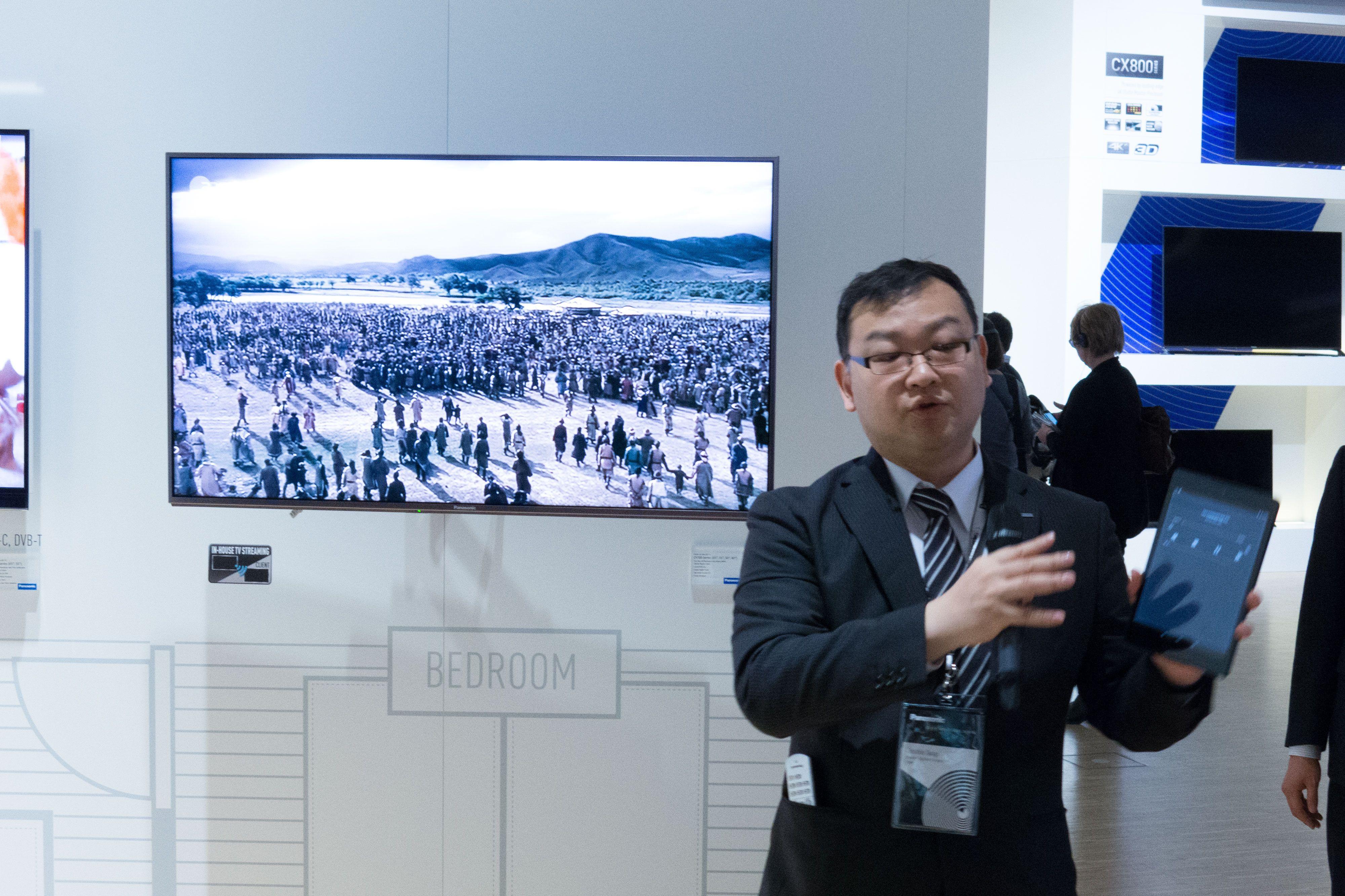 Panasonic viser oss hvordan appen fungerer i praksis. Foto: Ole Henrik Johansen / Tek.no