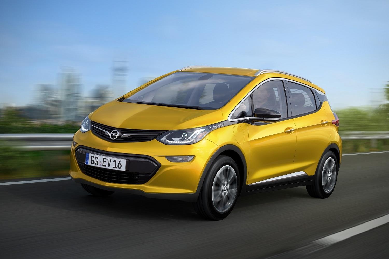 Den fremste konkurrenten? Opels Ampera-E ser ut til å ha enda bedre rekkevidde enn Model 3, og ligger i omtrent samme prisklasse.