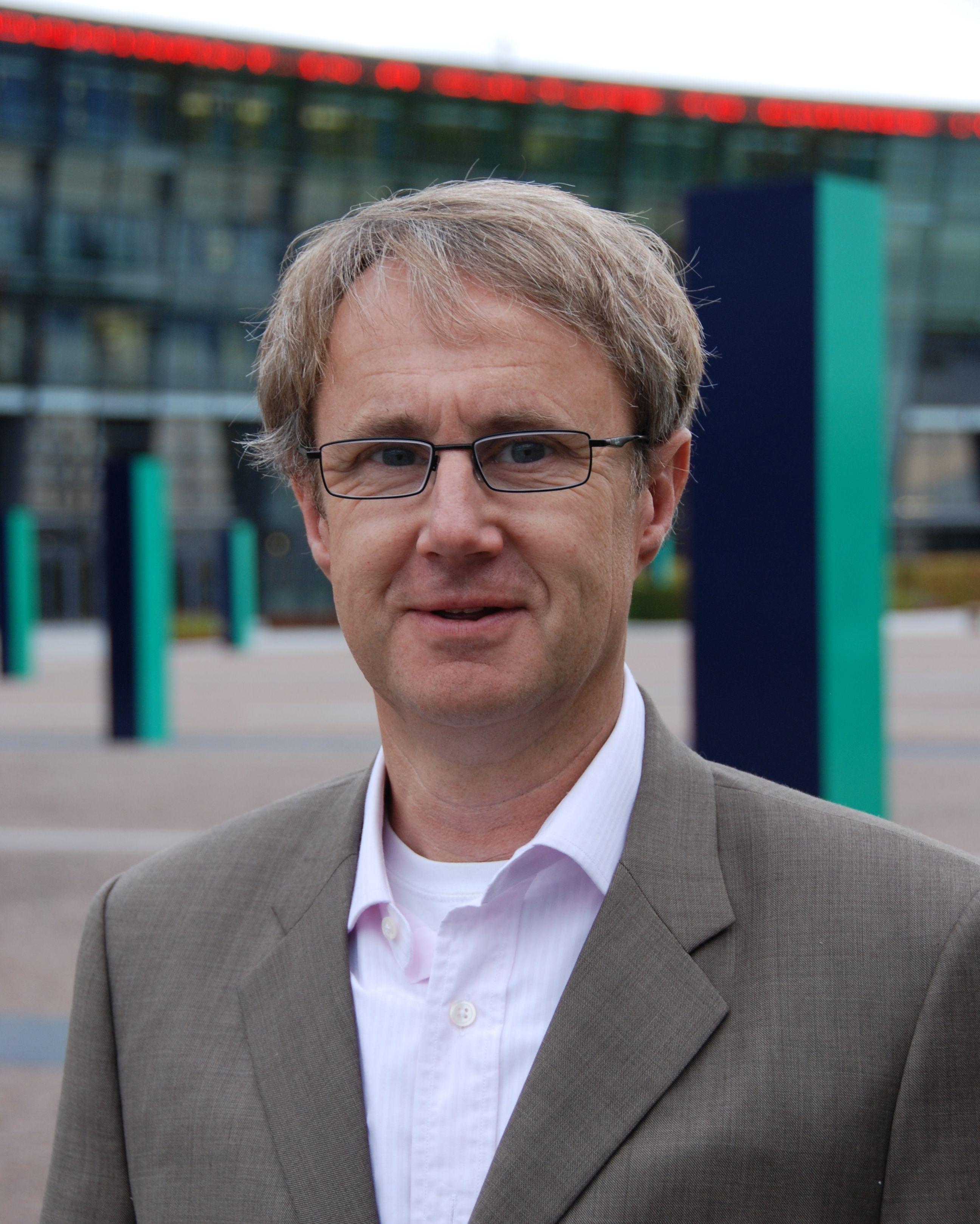 Dekningsdirektør Bjørn Amundsen i Telenor sier det er for mange ulike 4G-teknologier i bruk til at Telenor kan garantere 4G for telefoner de ikke har solgt selv.
