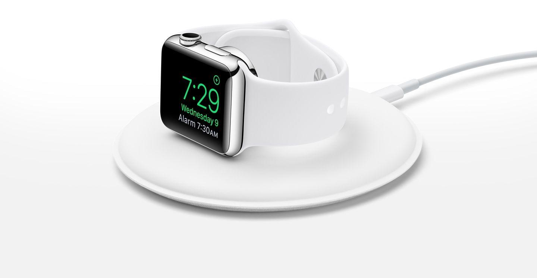 Ladestasjonen lar deg også lade Apple Watch-klokken i sidelengs posisjon. Foto: Apple