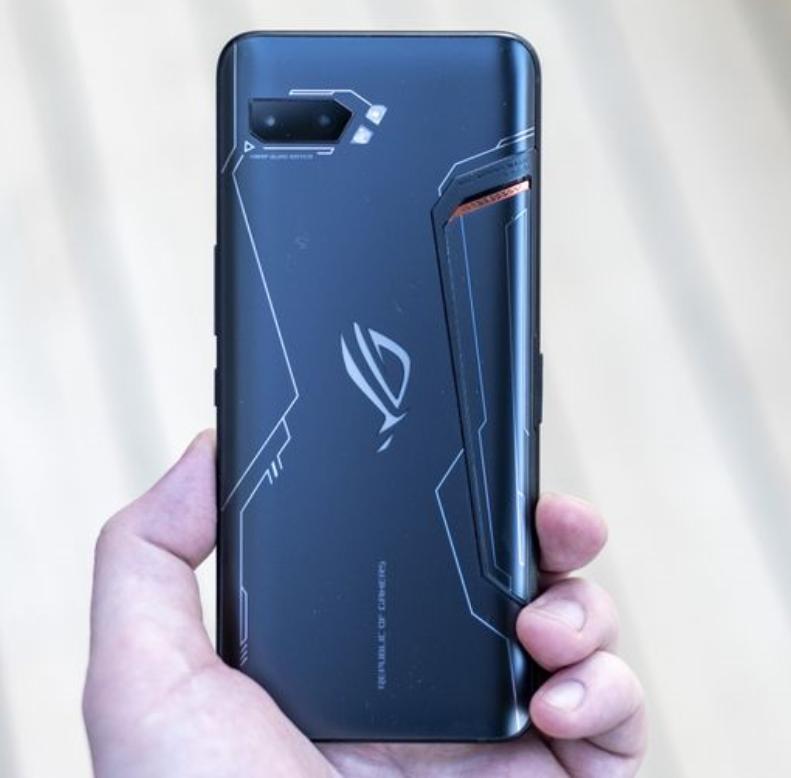 ASUS ROG Phone er en av få andre telefoner som hittil har hatt 120 Hz-skjerm.