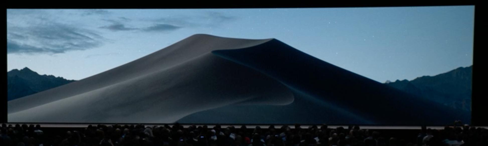 Dark Mode skifter også skrivebordsbakgrunnen. Plutselig er det natt i Mojave-ørkenen.