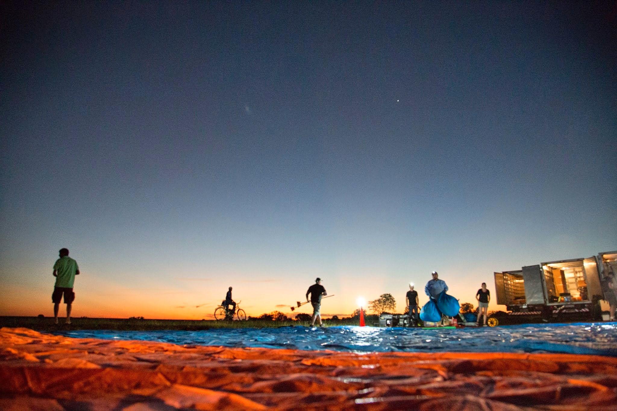 Loon-teamet gjør seg klar til ballongslipp ved soloppgang.Foto: Project Loon