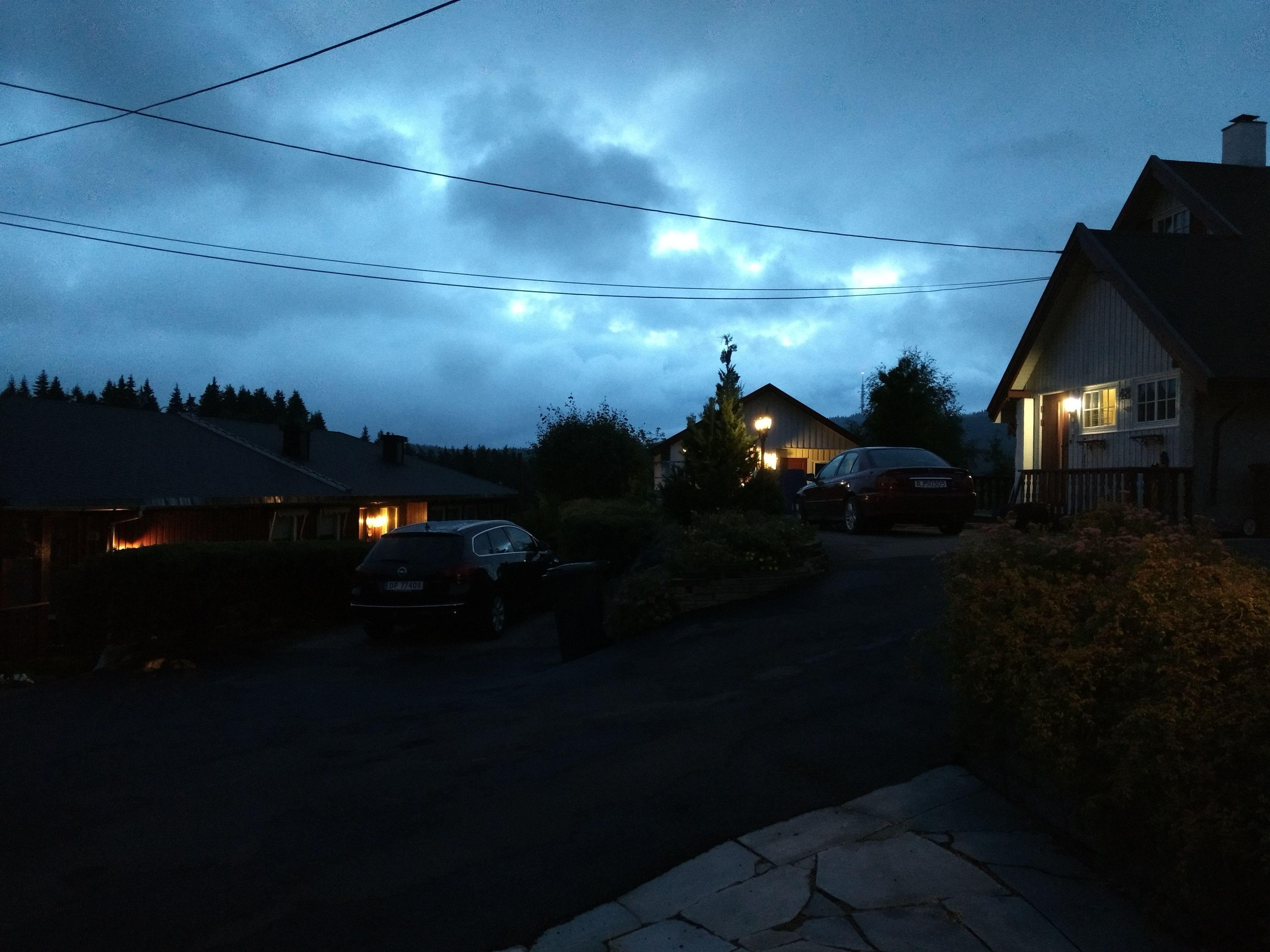 Stummende mørke og håndholdt fotografering kan faktisk gå helt greit med Moto G4 Plus.