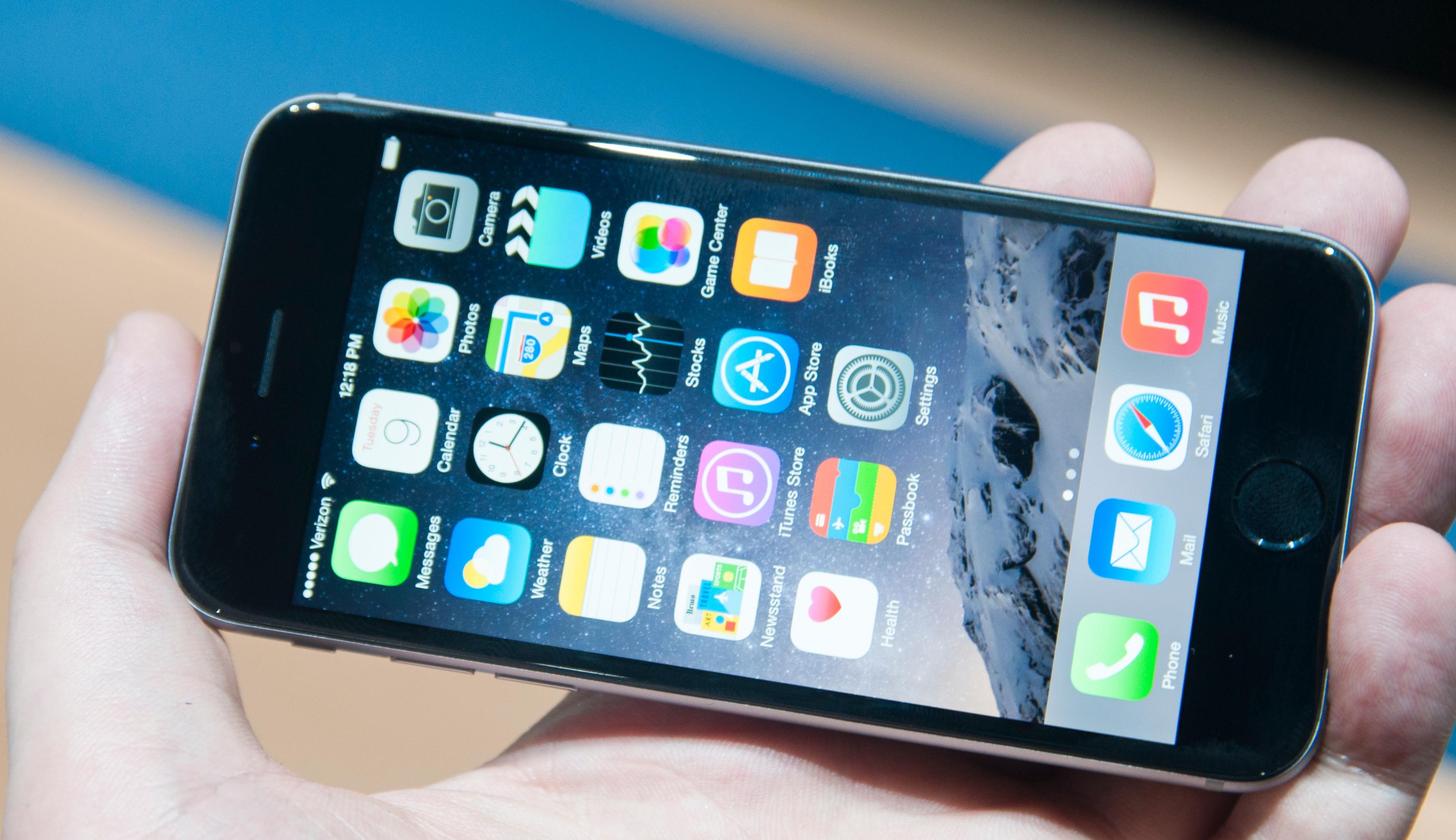 iPhone 6 topper NetComs liste over de mest solgte telefonene i oktober, mens den er helt nede på en 7. plass hos Elkjøp.Foto: Finn Jarle Kvalheim, Amobil.no