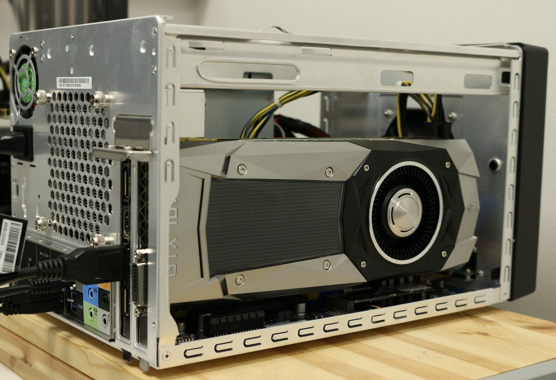 Nakent, trangt og det kjøligere alternativet. GeForce GTX 1070 får akkurat plass.