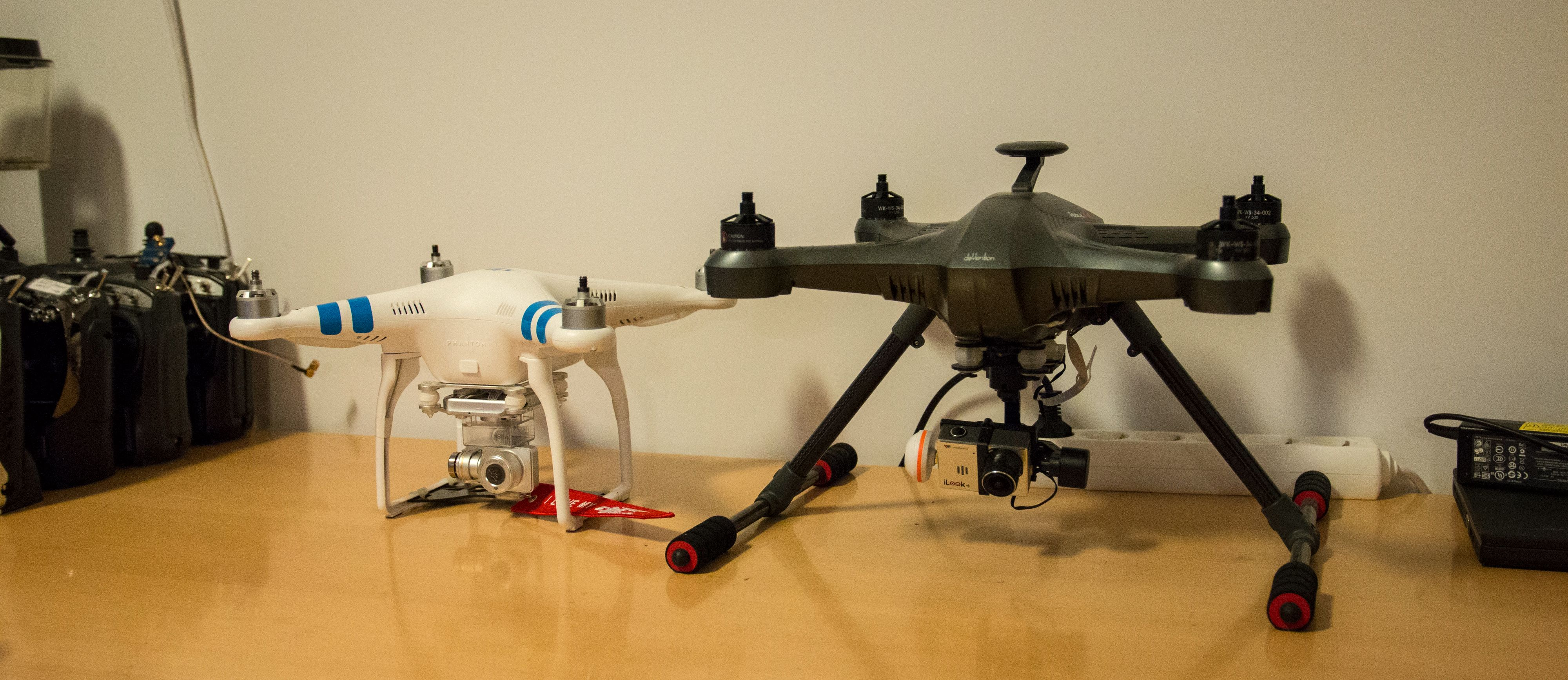 Noen mindre kameradroner under arbeid. Foto: Kristoffer Møllevik