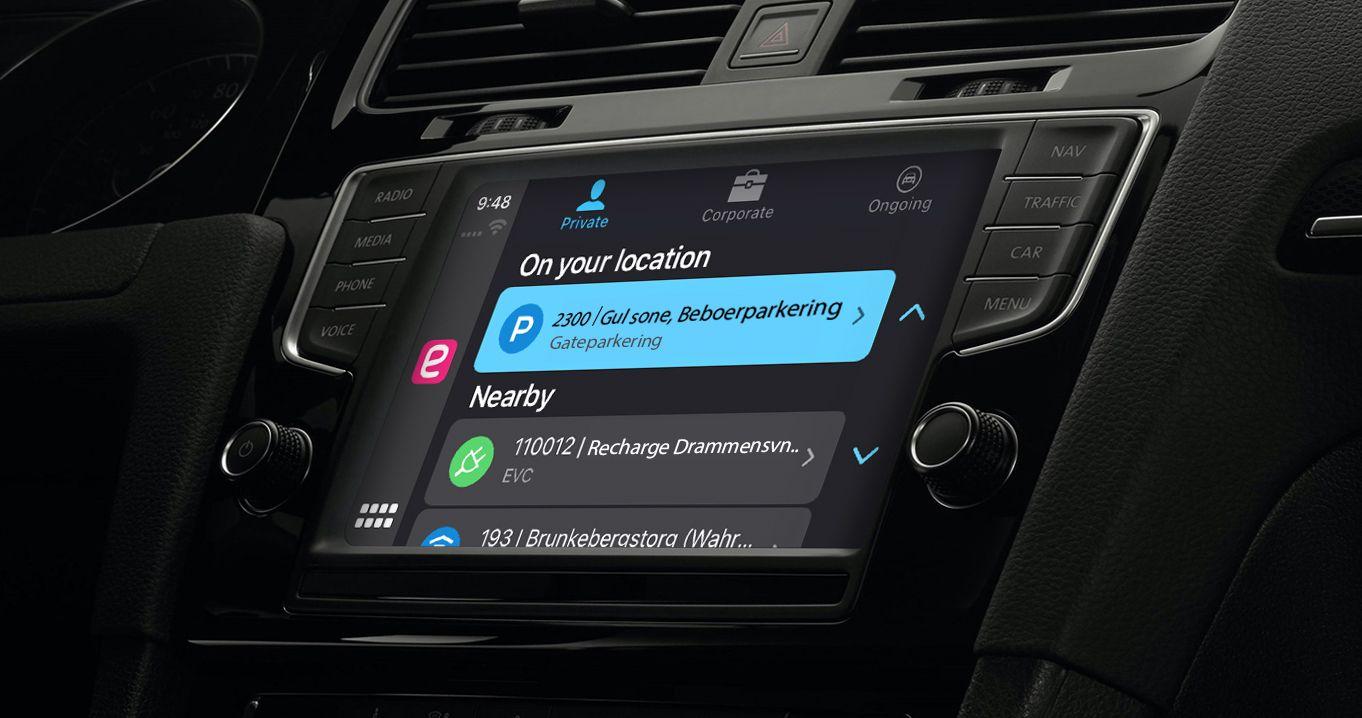 Parkeringsappen kan brukes direkte på skjermen i bilen. Men husk fortsatt å pass på at du har funnet riktig parkeringsplass.