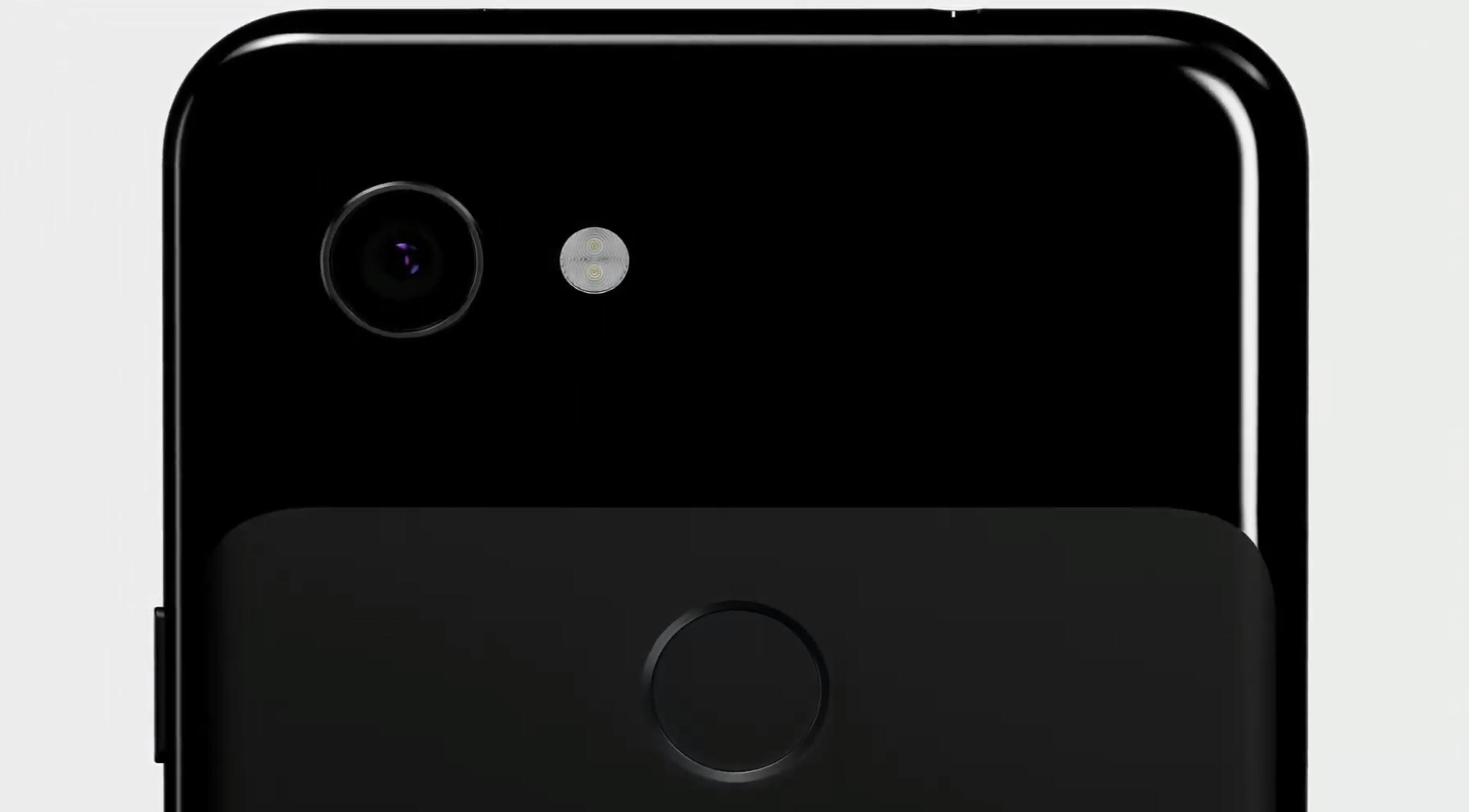 Pixel 3a-modellene har klassisk Pixel-design med to forskjellige utførelser på baksiden. Men begge delene er plast - her er det kun glass på forsiden av telefonene.