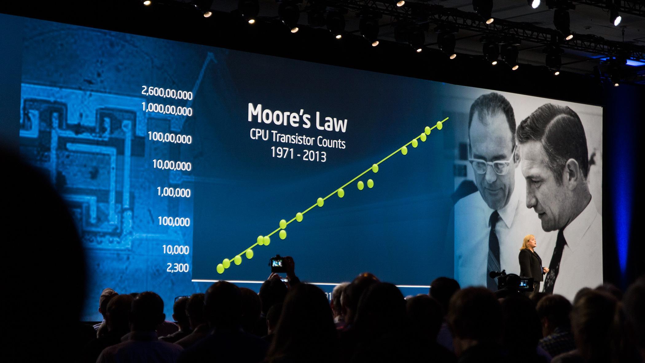 Renee James vil ikke gå med på at Moores lov vil nå sin best-før-dato med det første.Foto: Varg Aamo, Hardware.no